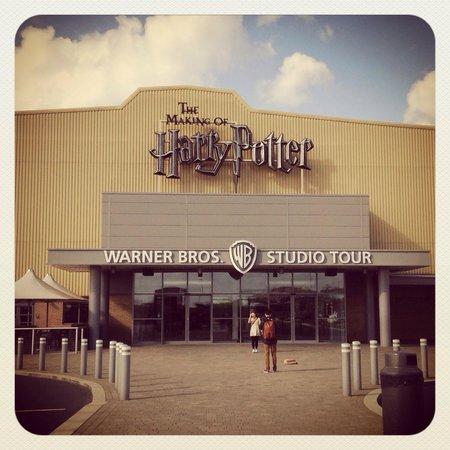Warner Bros. Studio Tour London - The Making of Harry Potter: EntRada