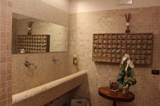 Locanda Sant'Agata : туалет (на рецепции)