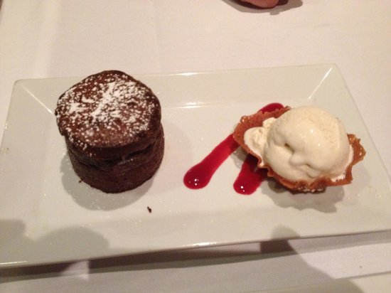 Roy's Waikiki Beach : Chocolate fondant sampler dessert.