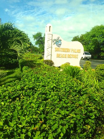 Southern Palms Beach Resort: Entrance sign