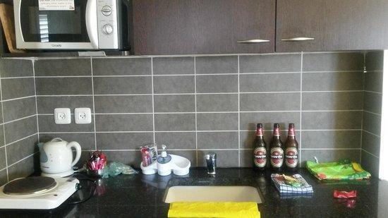 Ben Yehuda Apartments : мини-кухня