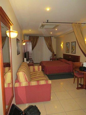 Solana Hotel: Habitación muy amplia