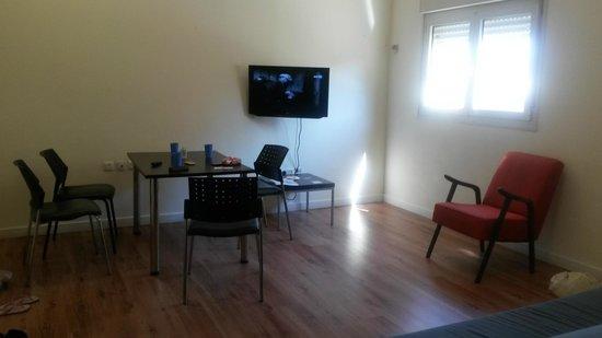 Ben Yehuda Apartments: обеденная зона