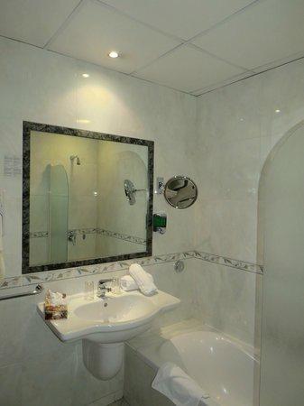 Solana Hotel: Baño