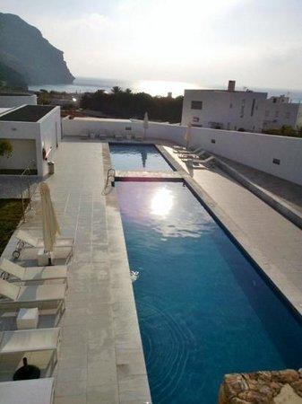 Hotel Spa Calagrande: zwembad, eerste deel volwassenen, tweede kinderbad.