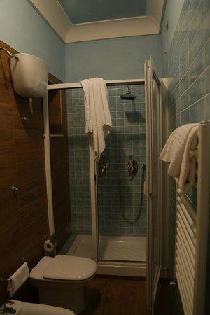 Miravalle Hotel: Il bagno rinnovato ed elegante