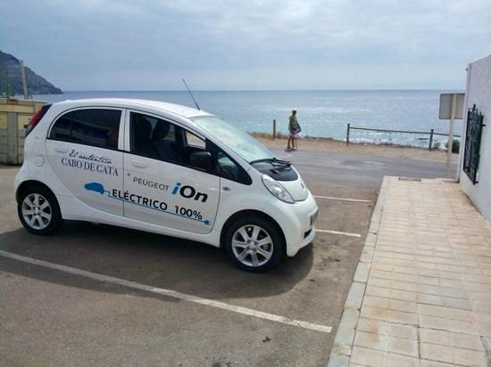 Hotel Spa Calagrande: gratis door hotel terugbeschikking electrische auto Peugeot.