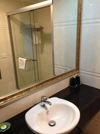 Lux Riverside Hotel & Apartments: Tastefully designed bathroom