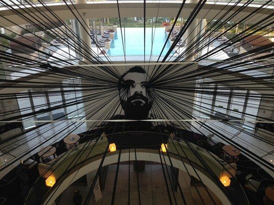 Conrad Algarve: A temporary piece of art in the reception area.