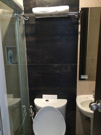 Mango Suites: Bathroom