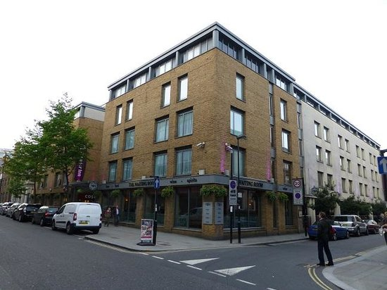 Premier Inn London Kings Cross Hotel : 外観