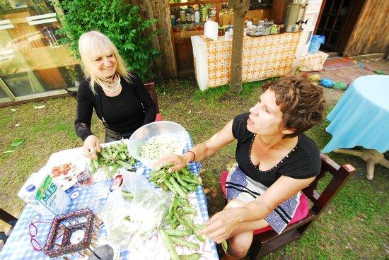 Sima Peace Pension: Aynur mit Gast