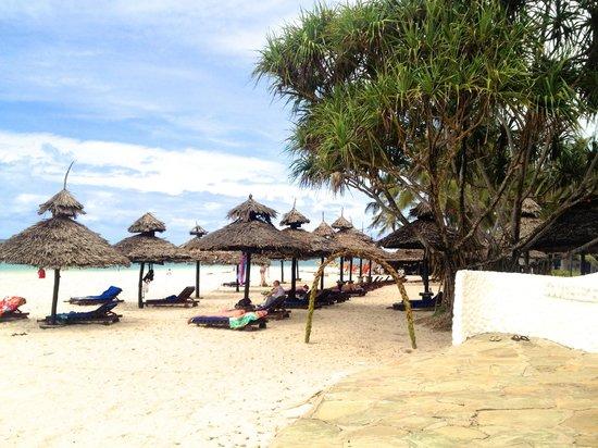 Southern Palms Beach Resort : Beach ...