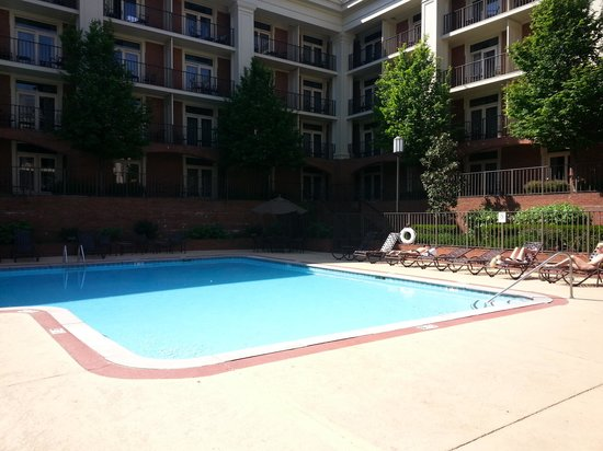 Sheraton Music City Hotel : huge outdoor pool