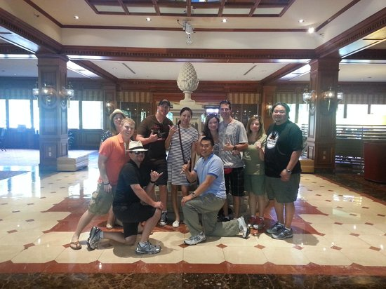 Sheraton Music City Hotel: The gang by the fountain in the lobby