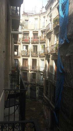 MapaMundo Barcelona: View down street towards Manchester bar