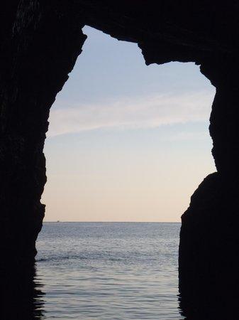 Coves de Cala Morell : north shore paddle & discover