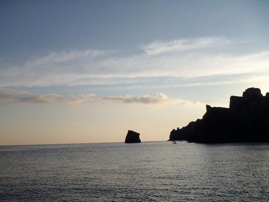 Coves de Cala Morell : morning paddle (SUP) along the coast near Cala Morell