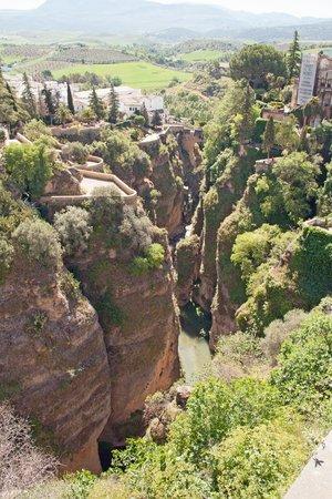 Cortijo de Las Piletas : Ronda - utsikten fra broen og ned i kløften