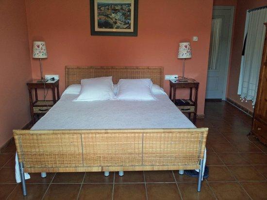 Cortijo de Las Piletas: Sengen i rommet.