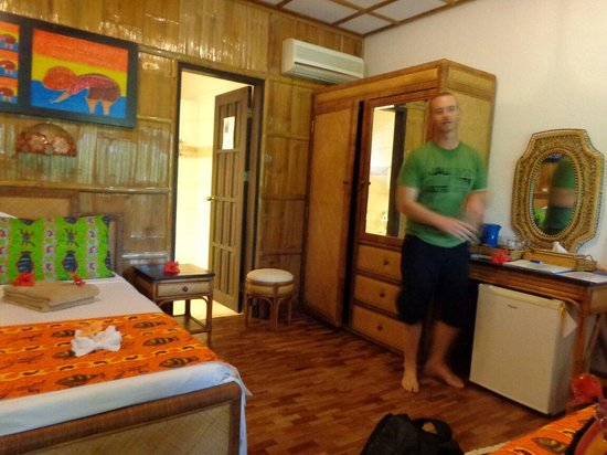 Dolphin-House Resort-SPA-Diving: Upon our arrival..with my husband near the mini bar.it's very clean an spacious room..the cr.hmm