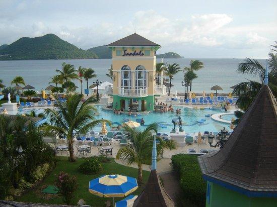 Sandals Grande St. Lucian Spa & Beach Resort: Poolside Bar
