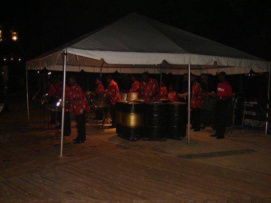 Sandals Grande St. Lucian Spa & Beach Resort: Evening Entertainment