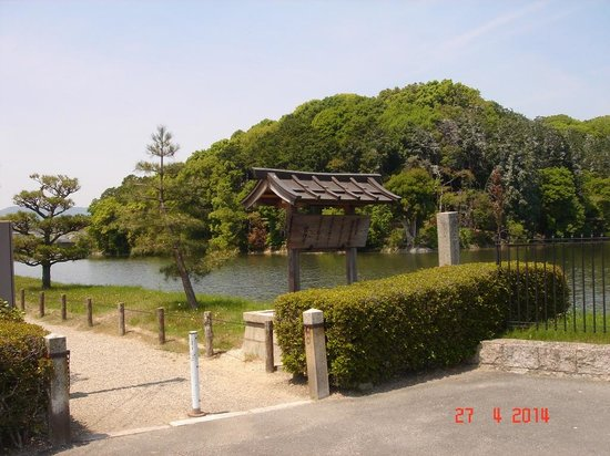 ‪Tomb of The Emperor Suinin and Tajimamori‬