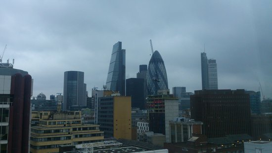 Grange Tower Bridge Hotel: View from the room - though overcast skies !