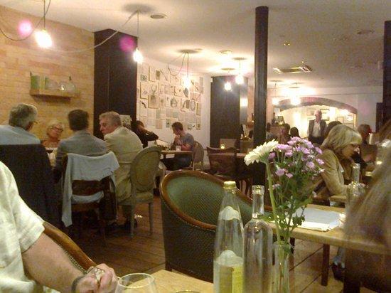 Le Cerf a Moustache : Une partie du restaurant