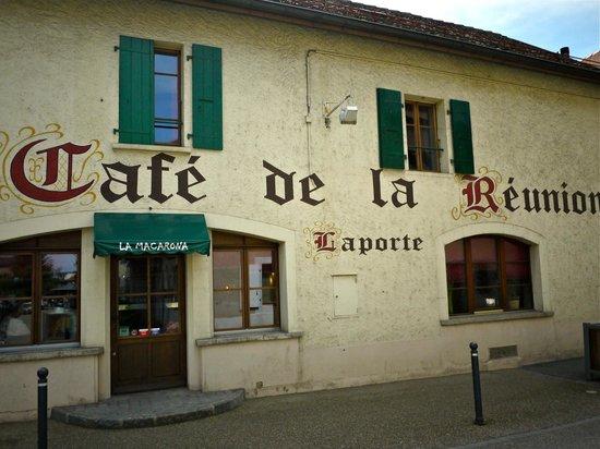 Cafe de la reunion : Cafe exterior