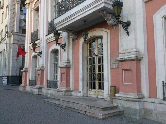 Café Pushkin: Exterior