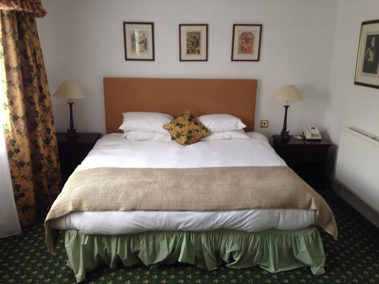 Mercure Stratford-Upon-Avon Shakespeare Hotel: Big bed? Now singles pushed together