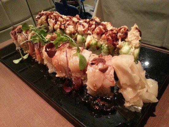 Basara Milano - Sushi Pasticceria : Roll di Carpaccio Flambé e Uramaki con Astice