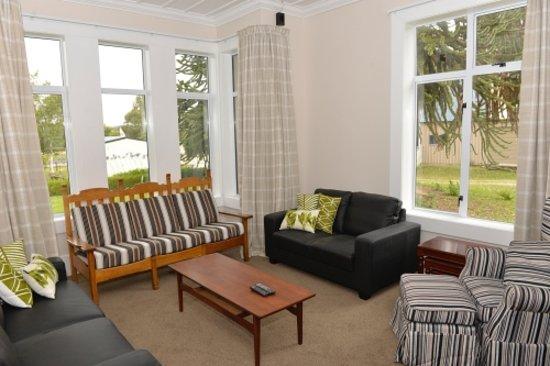 Falconer Lodge: Lounge Room