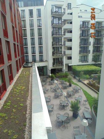 i31 Hotel: hotel dalla finestra, giardino interno