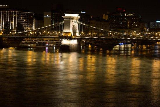 art'otel budapest: Вечерний вид