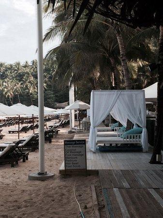 Twinpalms Phuket: Sun Loungers at Catch Beach Club