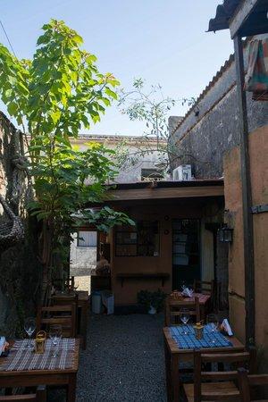El Buen Suspiro: Открытый дворик