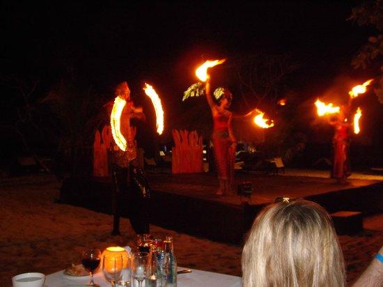 Sol Beach House Benoa Bali by Melia Hotels International : beach fire dance