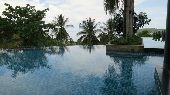 The Heights Phuket : Infinity Salt Water Condo Pool