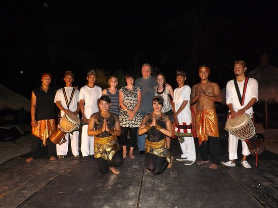 Sol Beach House Benoa Bali by Melia Hotels International : the beach fire and drum shows' entertainers
