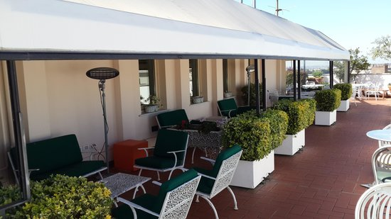 Mecenate Palace: The seating on the terrace