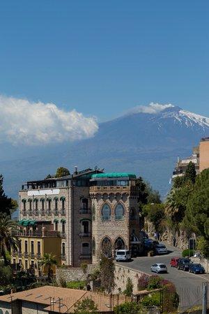 Hotel Villa Carlotta : Villa Carlotta e l'Etna