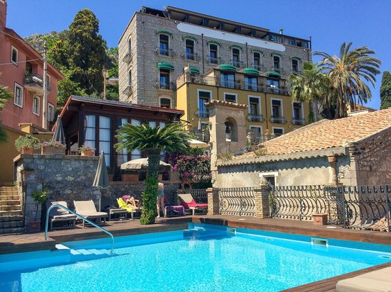 Colazione picture of hotel villa carlotta taormina for Hotel villa taormina