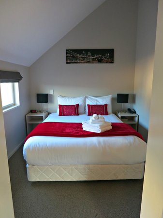 Vita Nova Motel: Master bedroom of the 2 Bedroom Unit