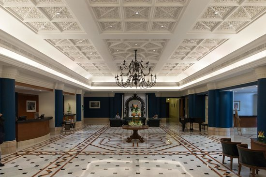 Vivanta by Taj - Connemara, Chennai: Entrance/Reception Lobby