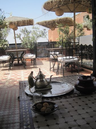 Riad Andalla : Welcomed with mint tea on the roof garden