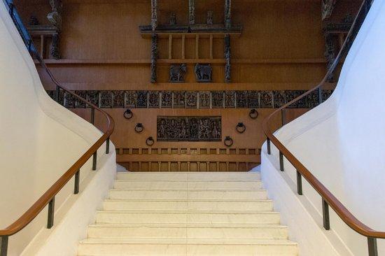 Vivanta by Taj - Connemara, Chennai: Grand Staircase