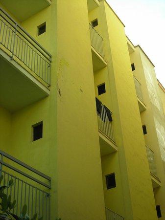 Hotel Italy : balconcino della camera(nessuna camera  è di fronte al mare)
